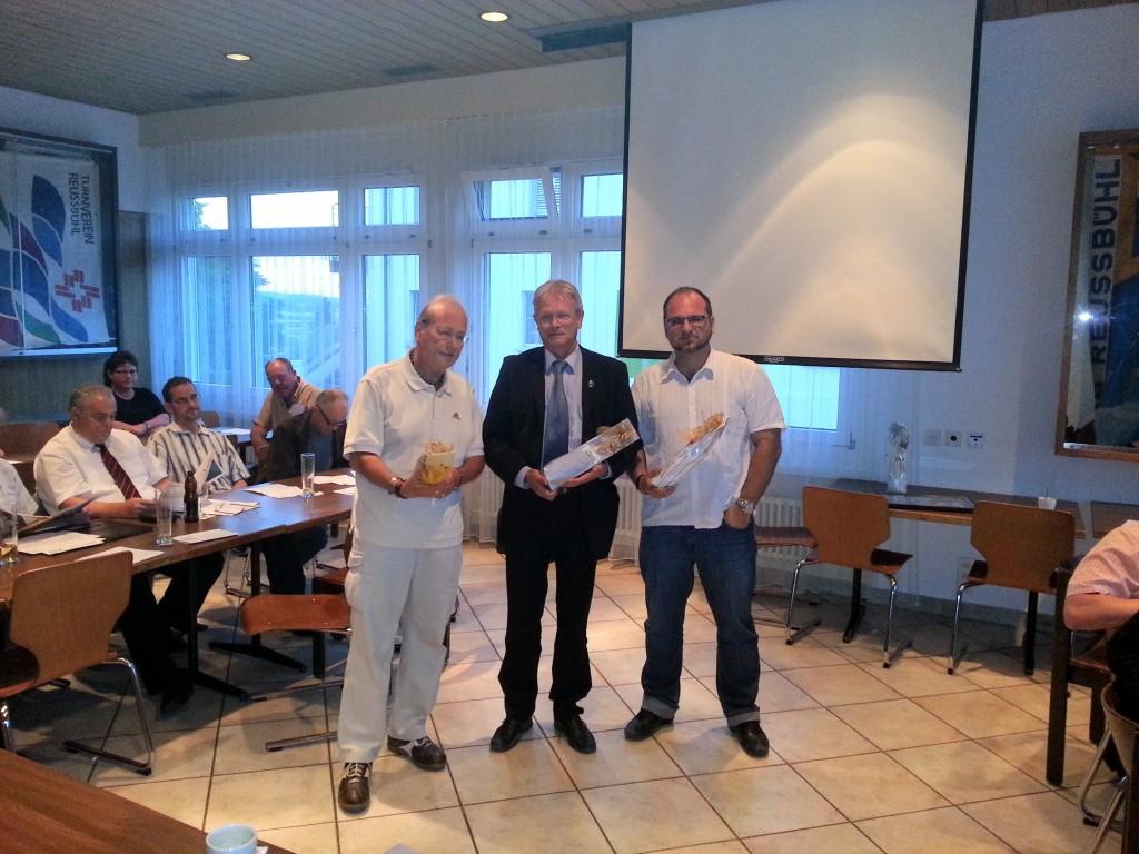 Die zwei abtretenden Grossstadträte Lucas Halter und Daniel Erni zusammen mit dem ehemaligen Parteileitungsmitglied Josef Schärli
