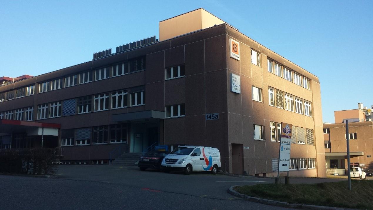 """Luzernerstrasse 145 A - """"Schulhaus"""" Grossmatte mit Lieferantenzufahrten"""